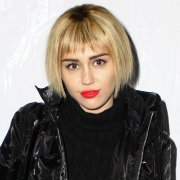 miley cyrus in short blond wig