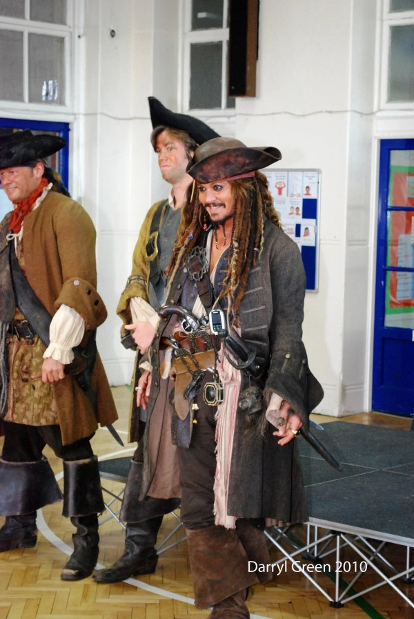 Johnny Depp Jack Sparrow Visiting Elementary School Popsugar Celebrity