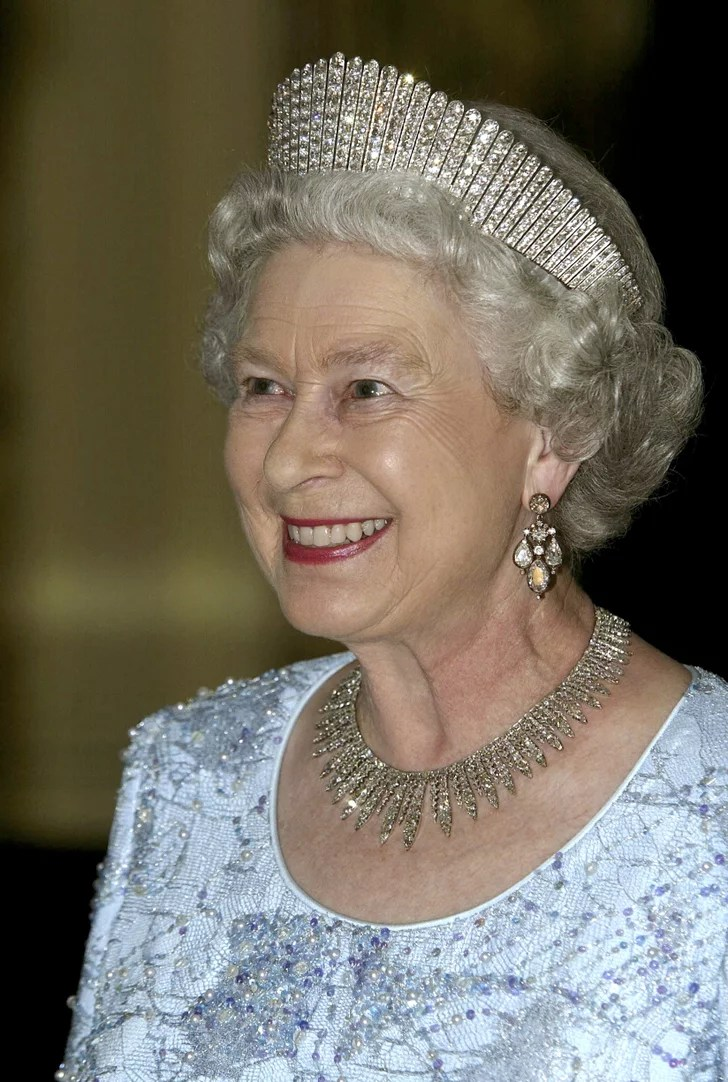 The City of London Fringe Necklace  Queen Elizabeth IIs
