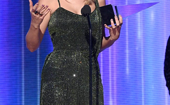 Taylor Swift At The American Music Awards 2019 Popsugar