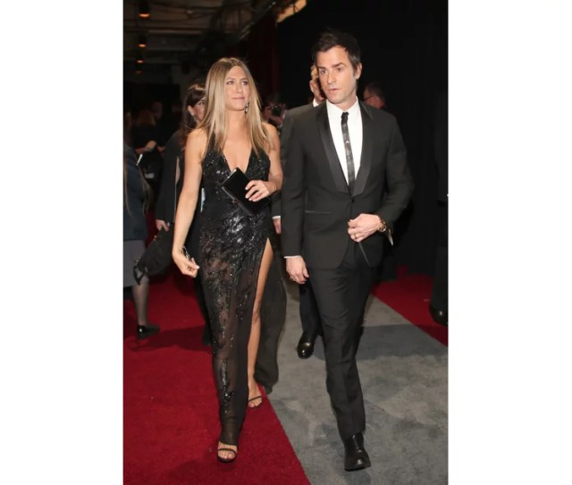 Jennifer Anistons Sexy Versace Dress At The  Oscars Called For A Jennifer Aniston Date Night Style Popsugar Fashion Photo