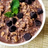 Vegan High-Protein Mint Chocolate Chip Overnight Oats