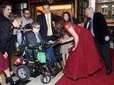 Kate Middleton divide un momento toccante con un giovane ragazzo ad un evento della carità