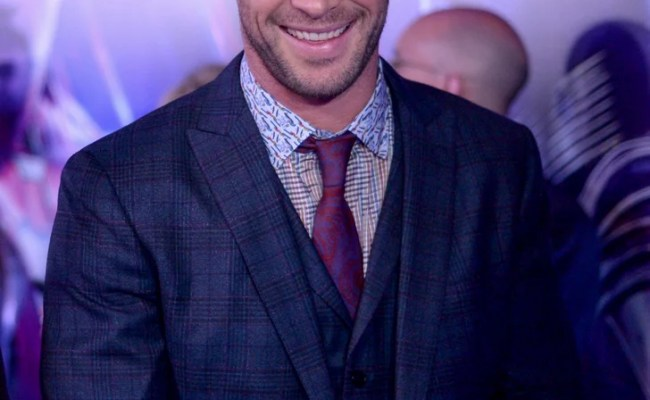 Sexy Chris Hemsworth Pictures 2019 Popsugar Celebrity