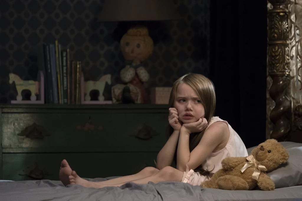 Violet McGraw as Young Nell  The Haunting of Hill House