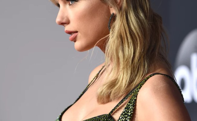 Taylor Swift At The 2019 American Music Awards Celebrity