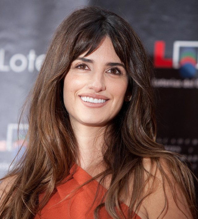 penelope cruz wore her hair down for the ceremony