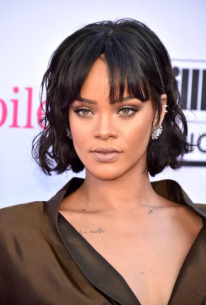 Rihannas Hair And Makeup At The 2016 Billboard Music
