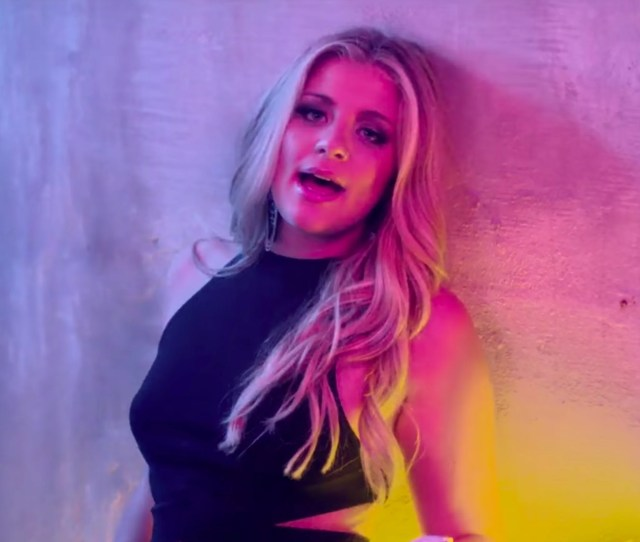 Sexiest Country Music Videos From The S Popsugar Entertainment