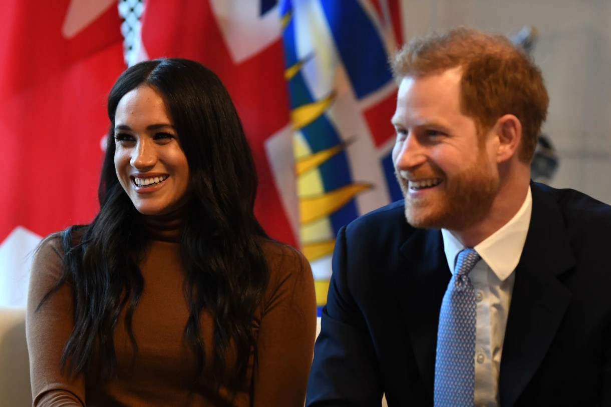 LONDON, UNITED KINGDOM - JANUARY 07: Prince Harry, Duke of Sussex and Meghan, Duchess of Sussex smile during their visit to Canada House in thanks for the warm Canadian hospitality and support they received during their recent stay in Canada, on January 7, 2020 in London, England. (Photo by DANIEL LEAL-OLIVAS  - WPA Pool/Getty Images)