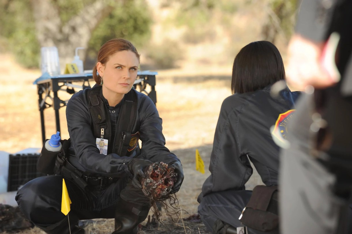 BONES, l-r: Emily Deschanel in 'The Spark in the Park' (Season 9, Episode 11, aired December 6, 2013), ph: Ray Mickshaw/TM and Copyright 20th Century Fox Film Corp. All rights reserved./courtesy Everett Collection