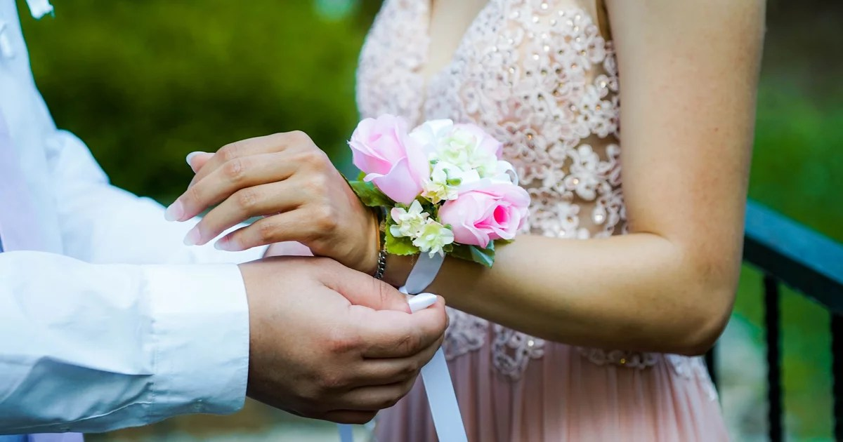 8 Things to Know If You Want to Lose Your Virginity on Prom Night