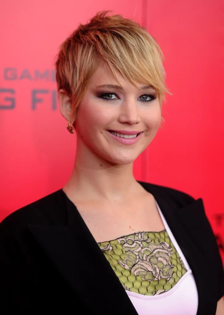 Jennifer Lawrences Short Hair On Catching Fire Red Carpet
