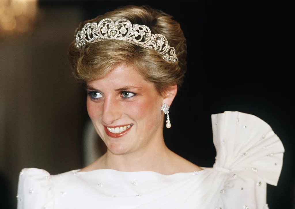 Who Is Playing Princess Diana In The Crown?  Popsugar