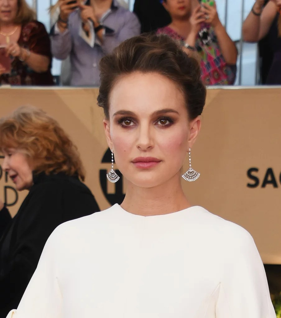 Natalie Portman Uses Silicone Sponge For 2017 Sag Awards
