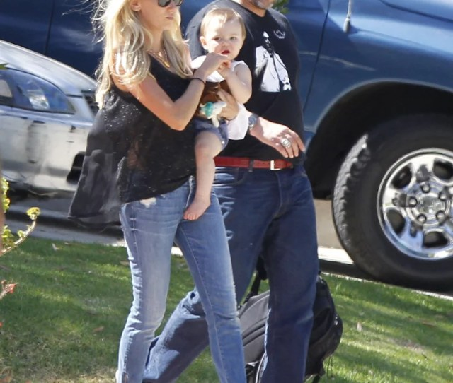 Kimberly Stewart And Benicio Del Toro Met Up At A Friends House With Their Daughter