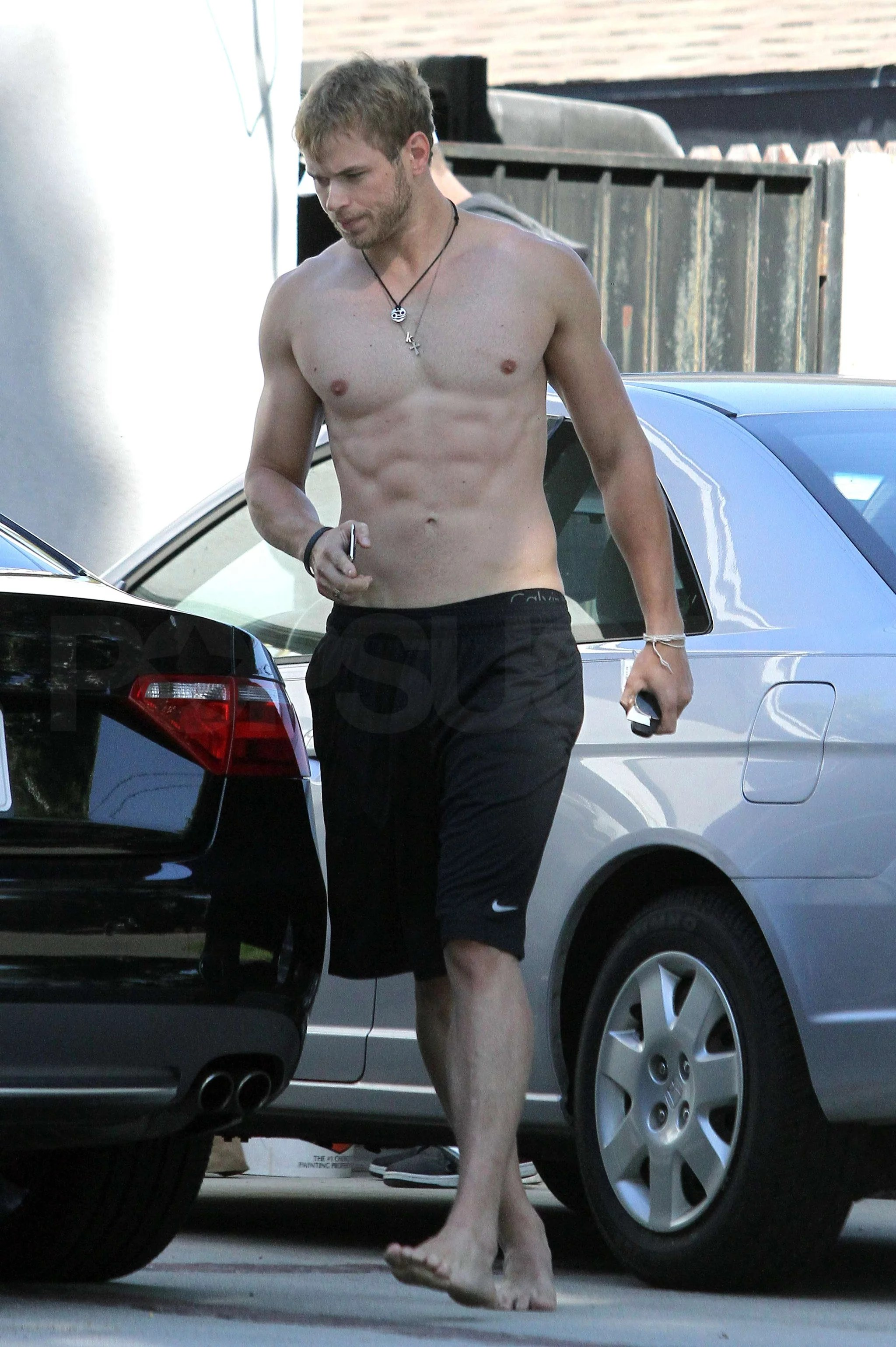 Cute Haunter Wallpaper Shirtless Kellan Lutz Pictures Without Shoes In La