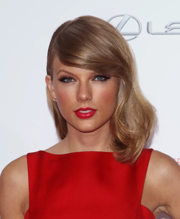 Sexy Taylor Swift Pictures  POPSUGAR Celebrity Photo 79
