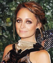 nicole richie wore shoulder-length