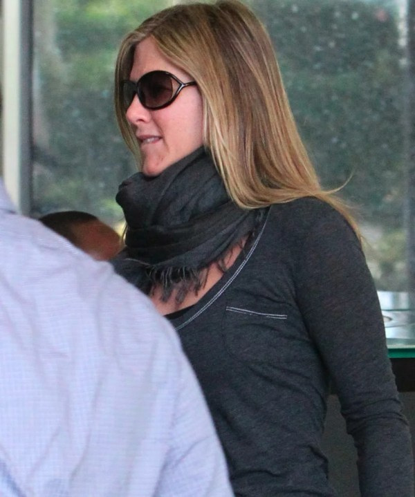 Jennifer Aniston Wore Sunglasses. Hits