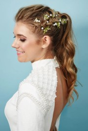 hairstyle textured ponytail