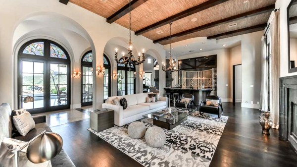 Fit Star Britney Spears Lists Glamorous California Home