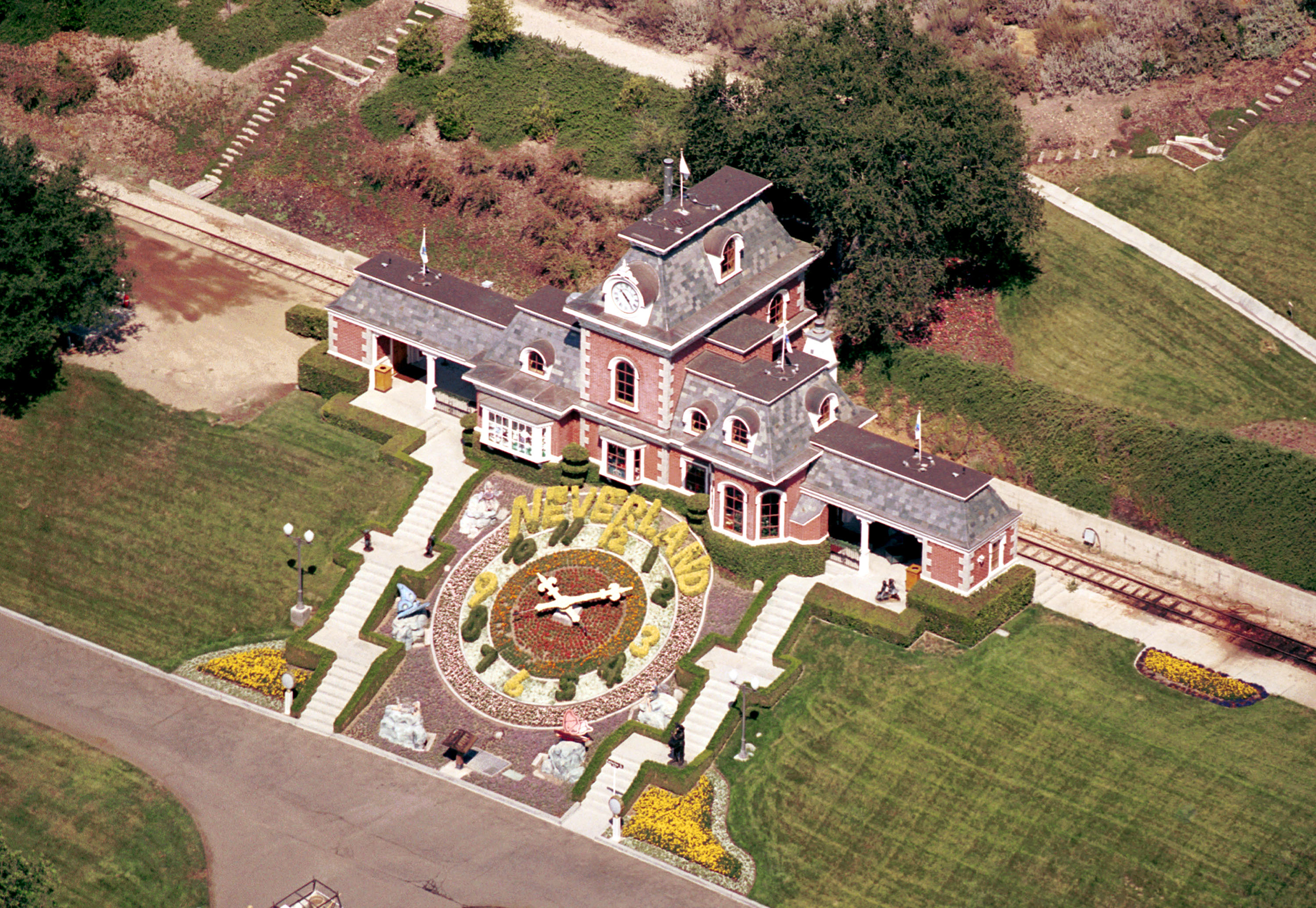 Business News - Neverland Ranch Up For Sale Again