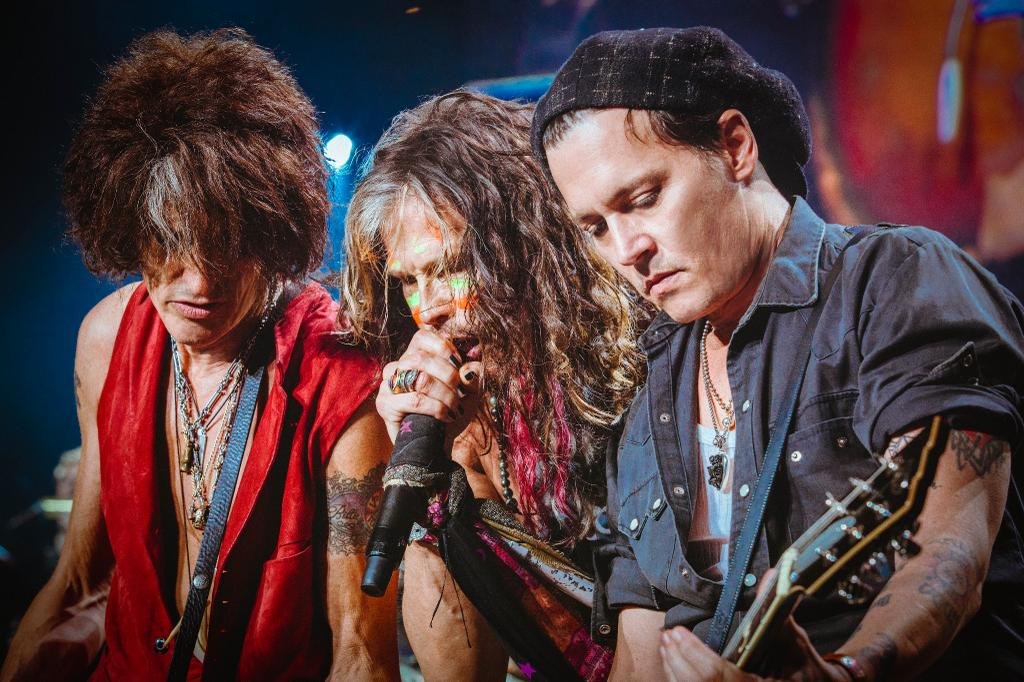 Johnny Depp Crashes Aerosmith Show Gets A Rollin With