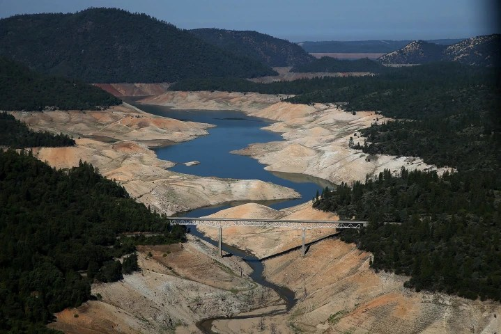 Image: A section of Lake Oroville is seen nearly dry