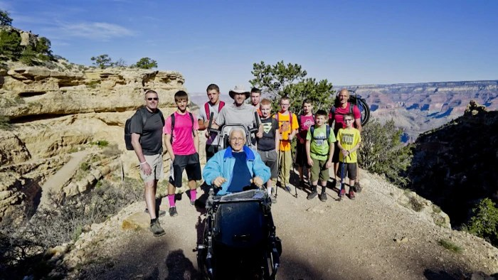 Family carries paralyzed grandfather down Grand Canyon