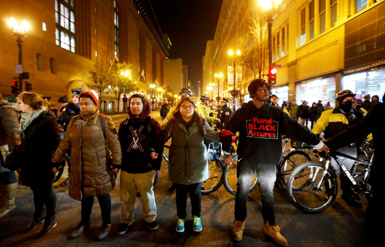 Protesters block streets in Chicago