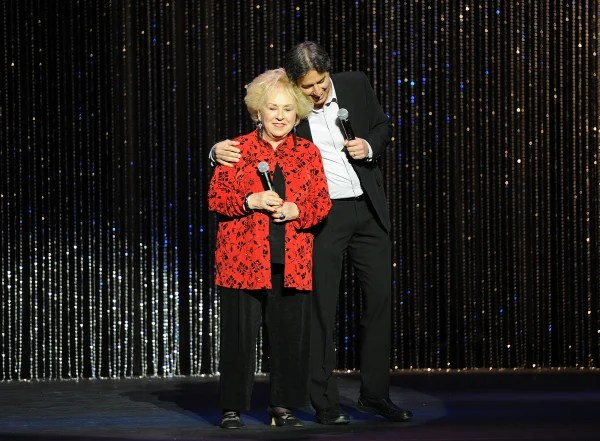 Image: Actress Doris Roberts and Host Ray Romano