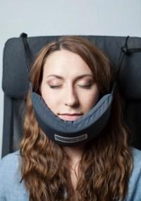 'Head hammock' neck pillow helps you sleep on a plane ...