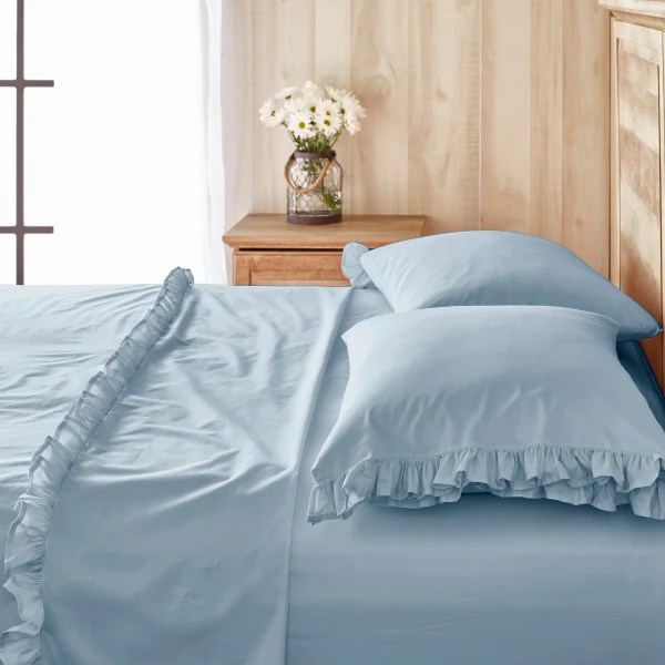 Pioneer Woman Ree Drummond has a bedding line now