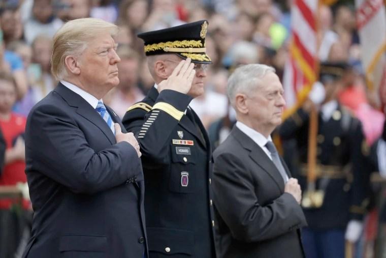 Image: President Donald Trump nimmt am Montag, 28. Mai 2018, in Arlington, Virginia, an einer Kranzniederlegung am Grabmal des unbekannten Soldaten auf dem Arlington National Cemetery teil.