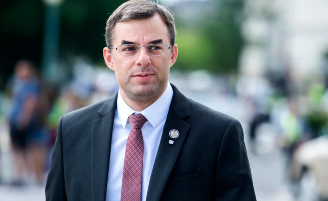 Gop Rep Justin Amash Who Backs Impeachment Resigns From