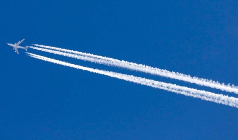 do airplane contrails add