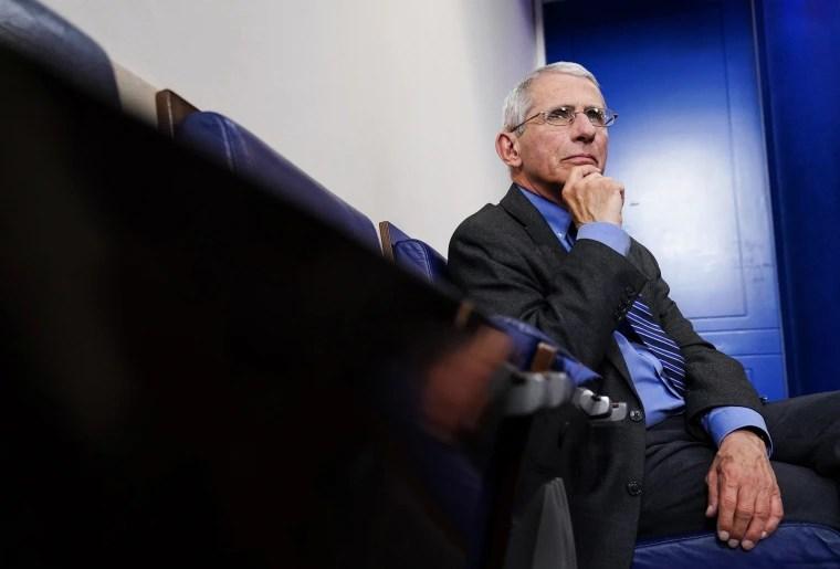 Слика: Д-р Ентони Фаучи присуствува на дневниот брифинг за одговор на коронавирус во Белата куќа во Вашингтон