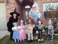 19 of the cutest family theme costumes for Halloween ...