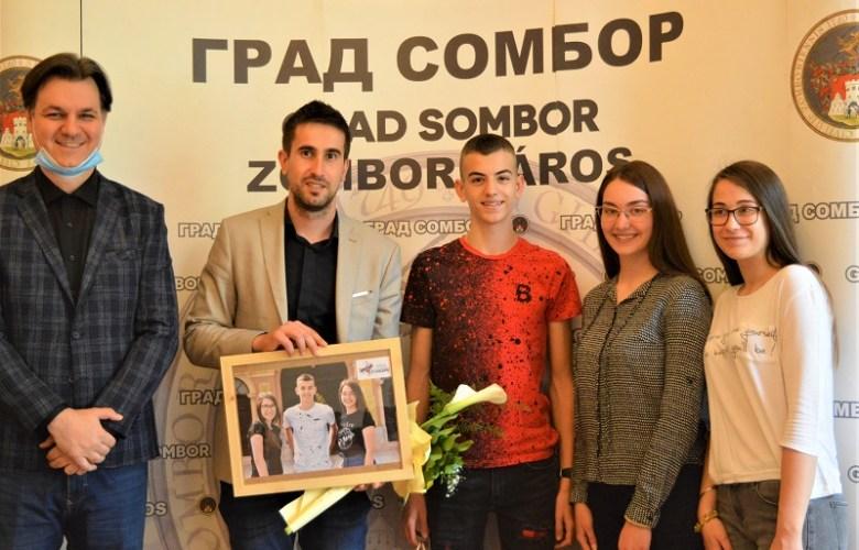 """ПРИЈЕМ ПРЕДСТАВНИКА СОМБОРА НА ТАКМИЧЕЊУ """"СРБИЈА У РИТМУ ЕВРОПЕ"""""""