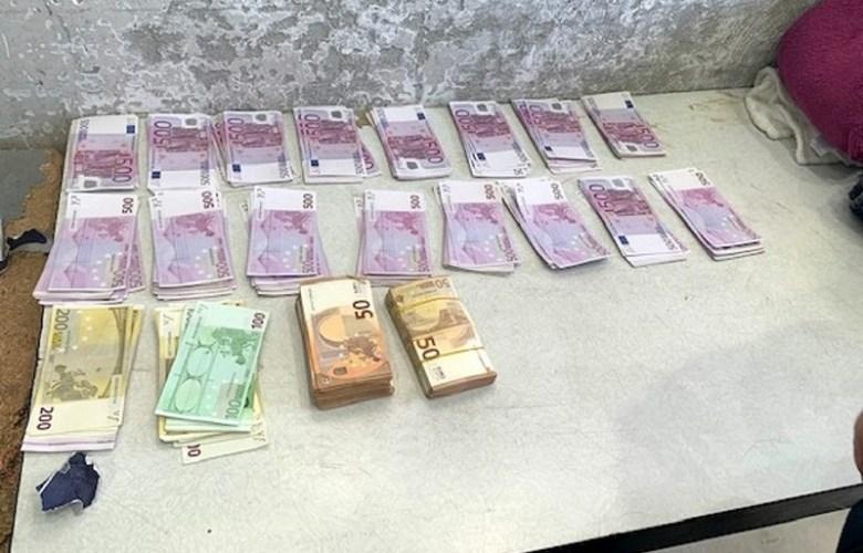 220.000 ЕВРА У ФАБРИЧКИМ ШУПЉИНАМА МЕРЦЕДЕСА