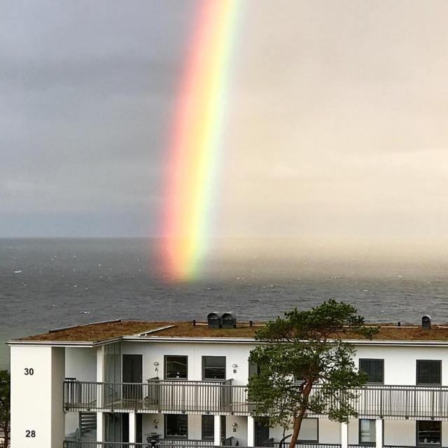Morgonens regnbge ver havet Den lyste ofattbart starkt  regnbgehellip