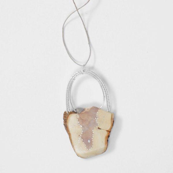 Unikt halsband av syren och silver