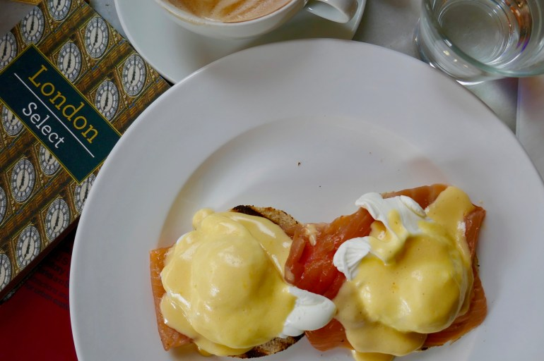 Eggs Royale med rökt lax.