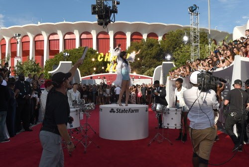 Charli XCX performs on a red-carpet stage sponsored by State Farm at last night's Video Music Awards.