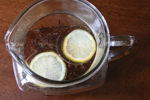 Jaspers Jamaican Planters Punch with lemon ice cubes
