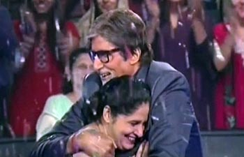 KBC winner Sunmeet Kaur Sawhney with Amitabh Bachchan