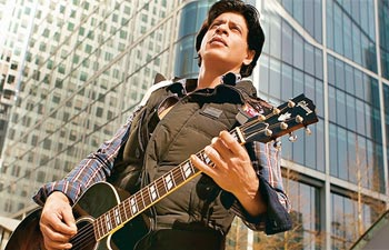 Shah Rukh Khan in stills from the song 'Challa'