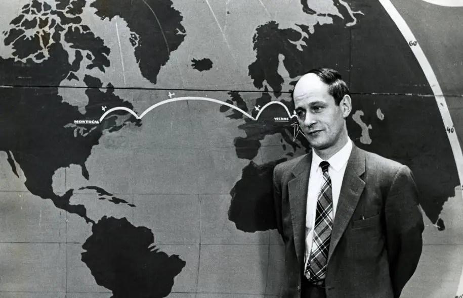 René Lévesque alors qu'il animait l'émission «Point de mire», sur les ondes de Radio-Canada.