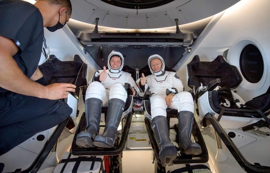 À bord de leur capsule Crew Dragon de SpaceX, les astronautes américains Bob Behnken et Doug Hurley ont amerri avec succès dans le Golfe du Mexique. Ils reviennent de l'ISS.